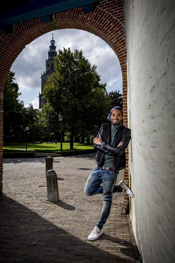 Nathan de Vries ,presentator bij Spuiten en Slikken van BNN