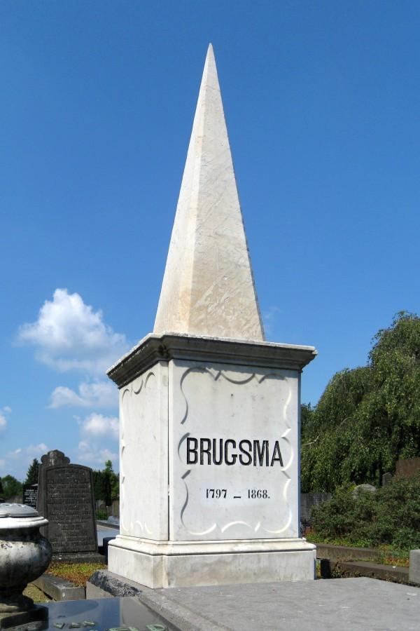 Het graf van de onderwijzer Berend Brugsma op de Zuiderbegraafplaats in Groningen