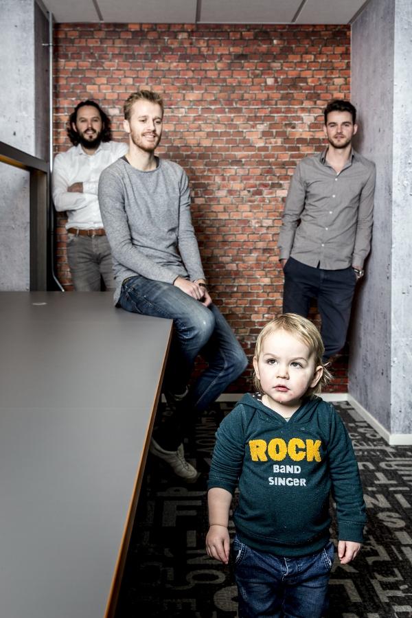 Groningen 20180215. Goodr, vlnr: Arjan Geertsema (CTO), Ewan Scholte (CEO), Bjorn Boes ( Marketing en Sales ) en Matteo (zoontje van Arjan. foto: Pepijn van den Broeke